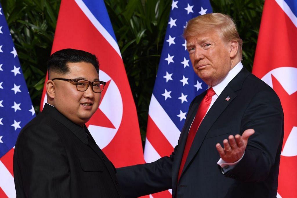 CARI DAMAI DI SINGAPURA: Presiden Donald Trump dan Encik Kim Jong-un mengadakan sidang puncak bersejarah Amerika-Korea Utara di Hotel Capella di Sentosa in Singapura. – Foto fail AFP