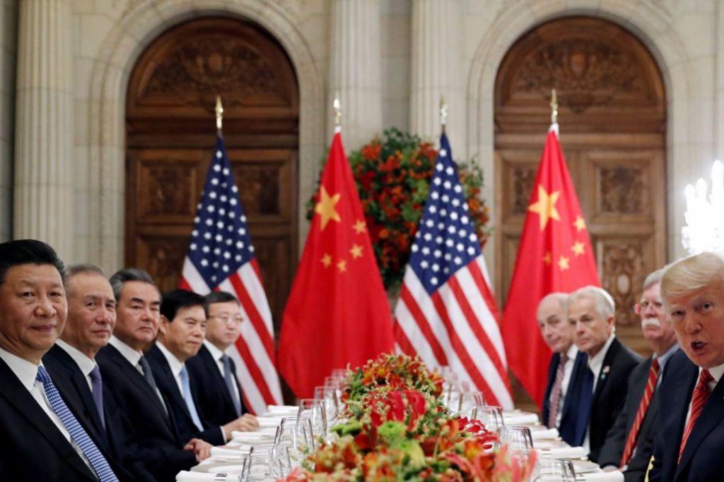 'GENCATAN PERDAGANGAN': Presiden Donald Trump dan Presiden Xi Jinping (dua-dua depan) bersetuju mengadakan rundingan perdagangan lagi dan menangguhkan tarif selama 90 hari semasa pertemuan di Sidang Puncak G20 di Argentina. – Foto REUTERS