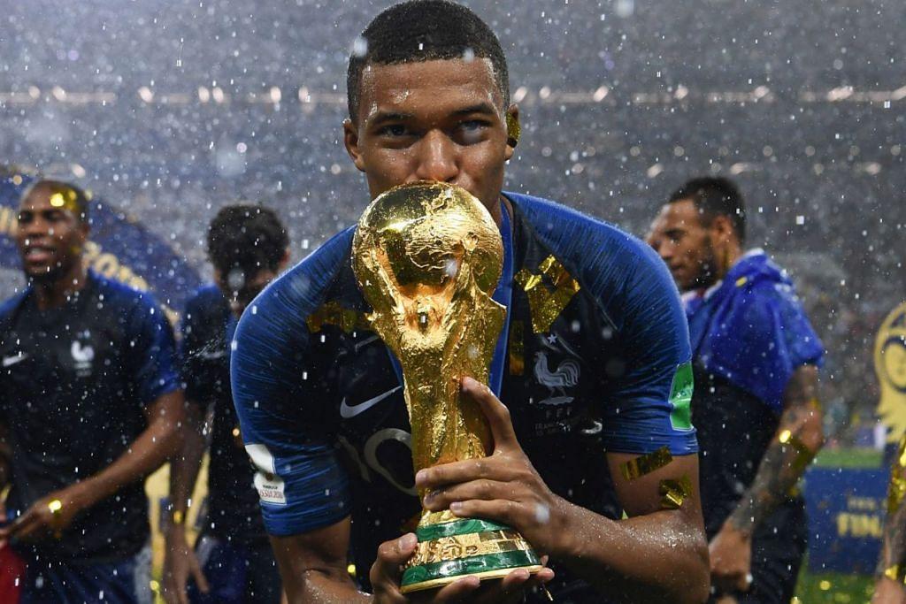TERBAIK DUNIA: Mahkota Piala Dunia dimenangi Perancis dengan pemain muda, Kylian Mbappe (atas), diiktiraf sebagai Pemain Muda Terbaik kejohanan anjuran Russia itu. - Foto AFP