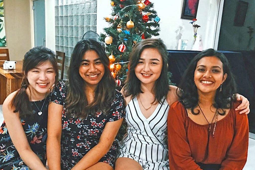 SAMBUTAN KRISMAS PELBAGAI KAUM: Cik Abigail (dua dari kiri) akan mengundang rakan-rakannya, Cik Tan Wei Ting (dari kiri) yang berbangsa Cina; Cik Sophia Laura Berg (tiga dari kiri) yang berdarah kacukan Jerman dan Cina; serta Cik Tashryn Mohd Shahrin (paling kanan) yang campuran Melayu dan India, ke rumahnya sempena Krismas setiap tahun. - Foto ihsan ABIGAIL SHANTINI K