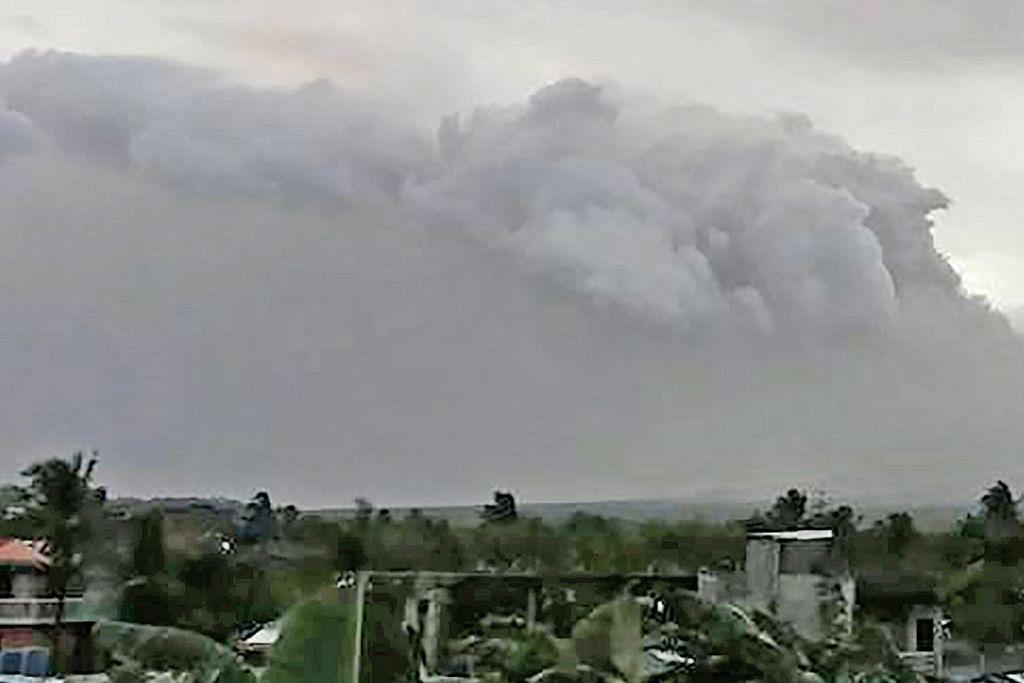 GUNUNG BERAPI MELETUP Gunung berapi Mayon di Filipina bergolak lagi