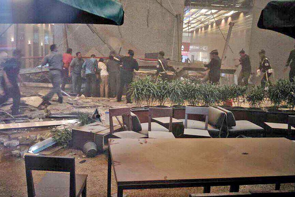 Lebih 70 cedera apabila lantai bursa saham di Jakarta runtuh