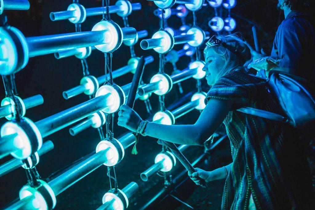 Pesta seni lampu pesona sekitaran Marina Bay, Esplanade Park