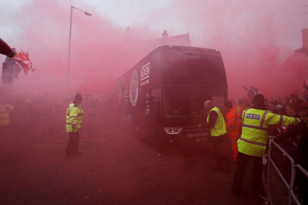 Liverpool mohon maaf penyokong 'serang' bas City