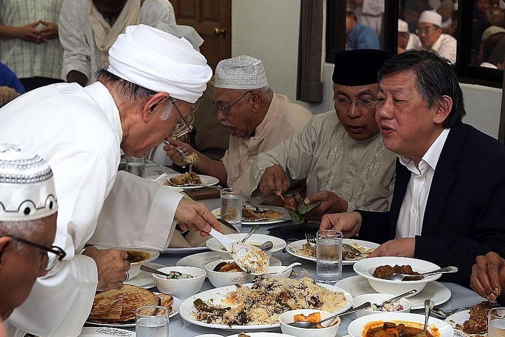 Kunjungan paderi ke Masjid Ba'alwie perkukuh keharmonian agama