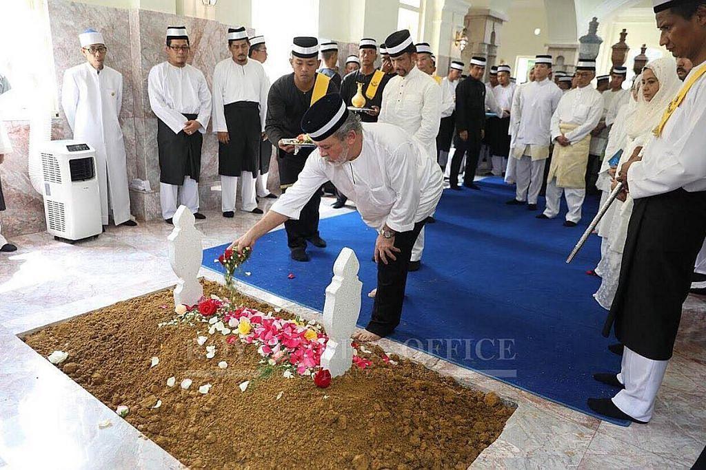 Jenazah ibu Sultan Johor selamat disemadi