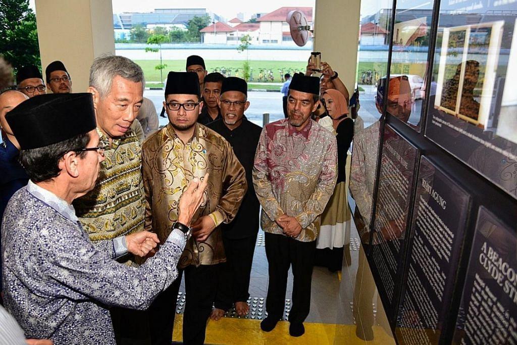PM Lee tinjau kemudahan Masjid Maarof