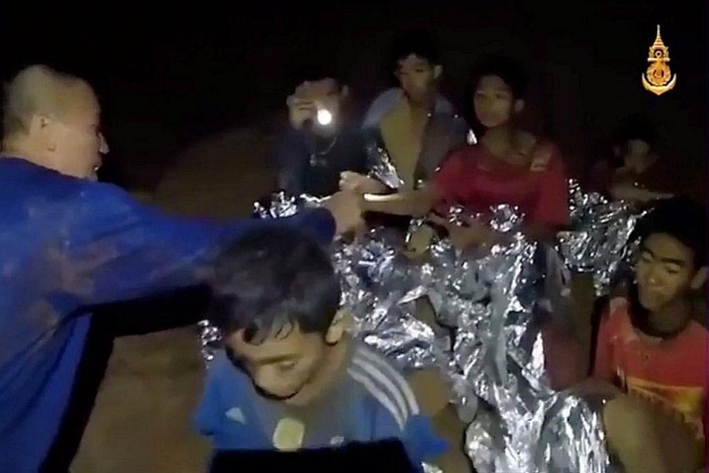 TERPERANGKAP DALAM GUA THAI Mangsa diajar berenang, menyelam untuk keluar dari gua