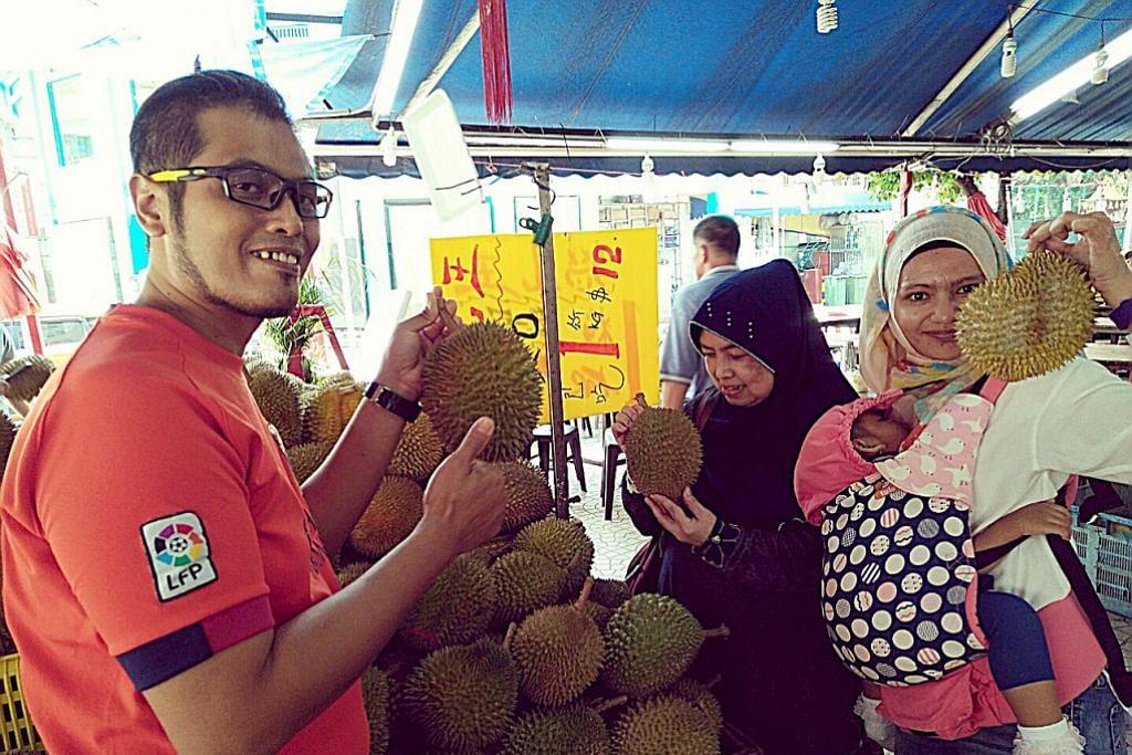 'Hantu durian' ambil kesempatan durian 'runtuh'