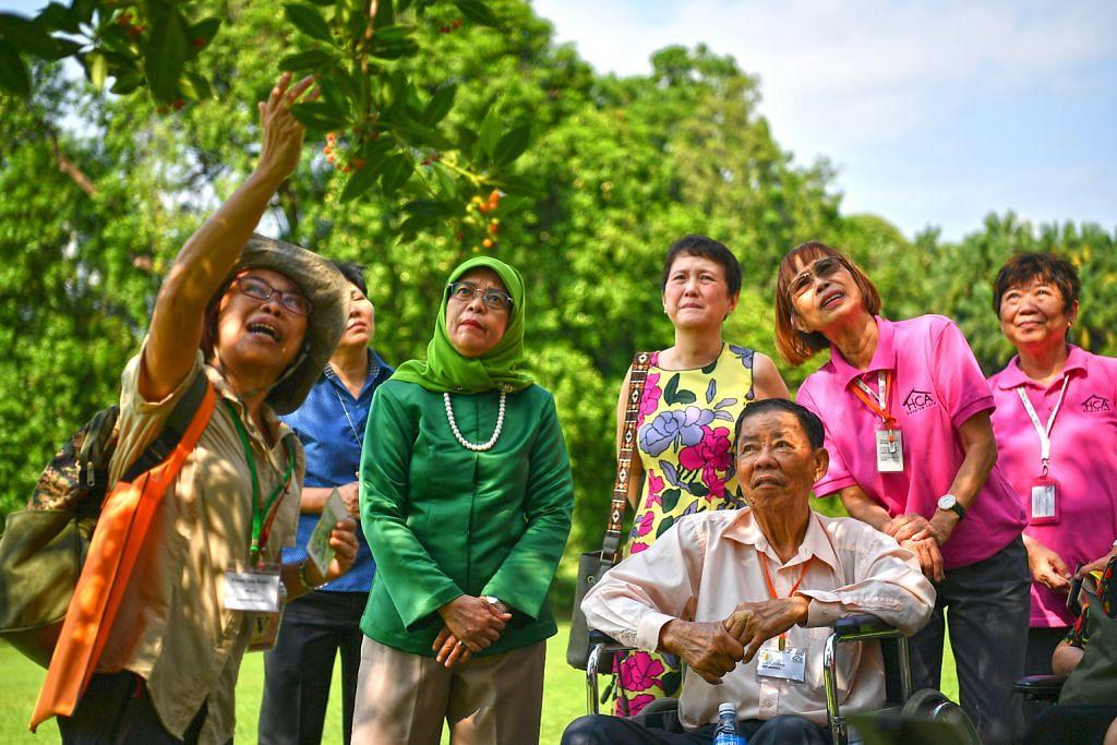 Pelawat dari pusat hospis lawat Istana atas undangan Presiden Halimah