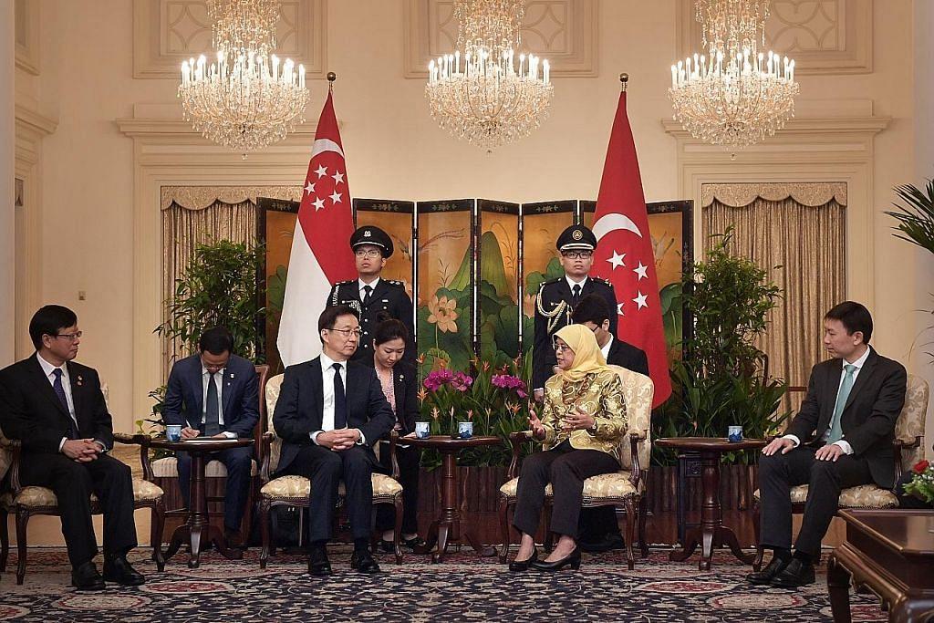EKONOMI DPM China temu Presiden Halimah, PM Lee