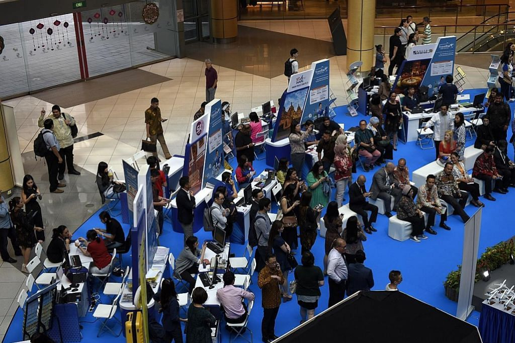 Promosi tiket pesawat di pameran lawat Indonesia