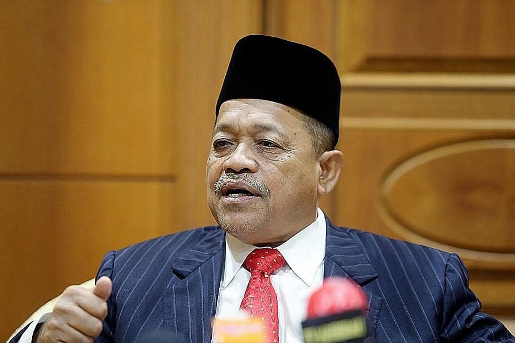 Kes cabul: Bekas menteri M'sia hadapi waran tangkap