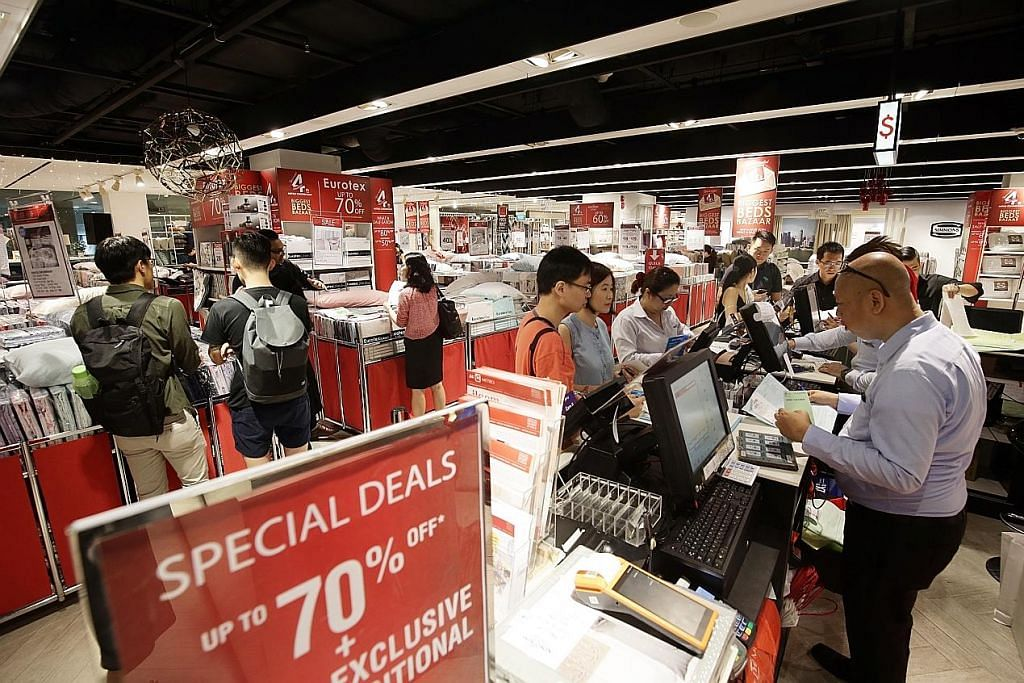 Pembeli rebut peluang jualan murah sempena 'Black Friday'