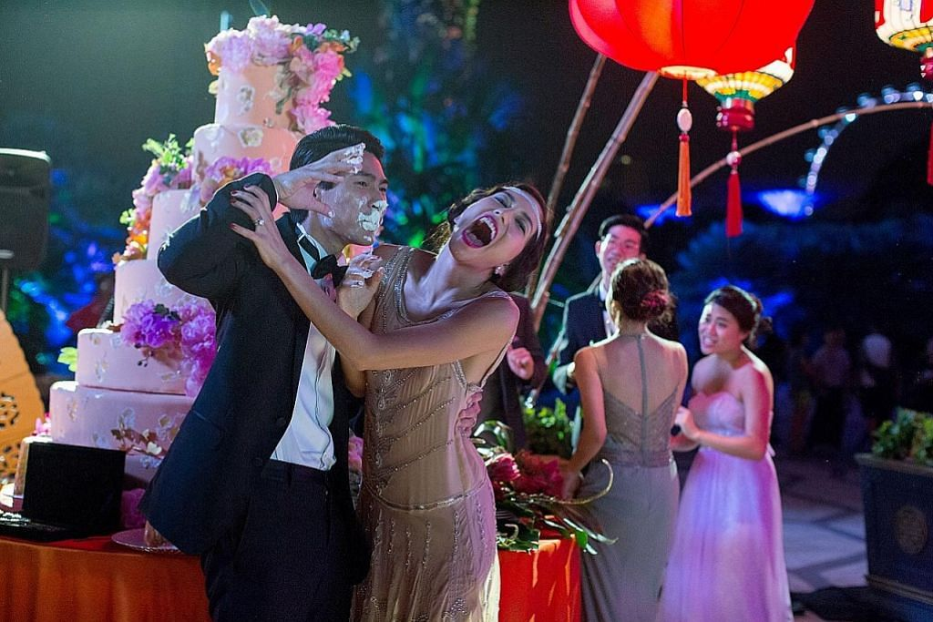 Teruja kendali kostum filem 'Crazy Rich Asians'