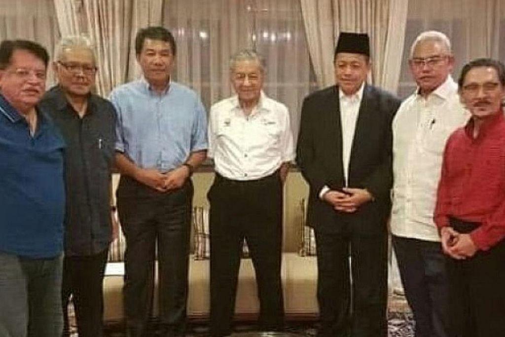 Umno bergolak, ramai pemimpin keluar parti