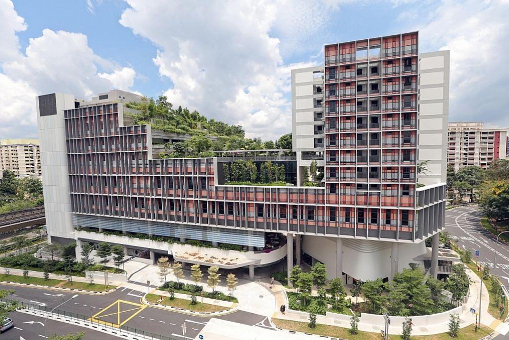 'KAMPUNG' UNTUK WARGA: Pembangunan bersepadu projek perumahan awam Kampung Admiralty ini merupakan contoh ke atas usaha memperbaiki kehidupan melalui pendidikan, penjagaan kesihatan dan perumahan. - Foto fail