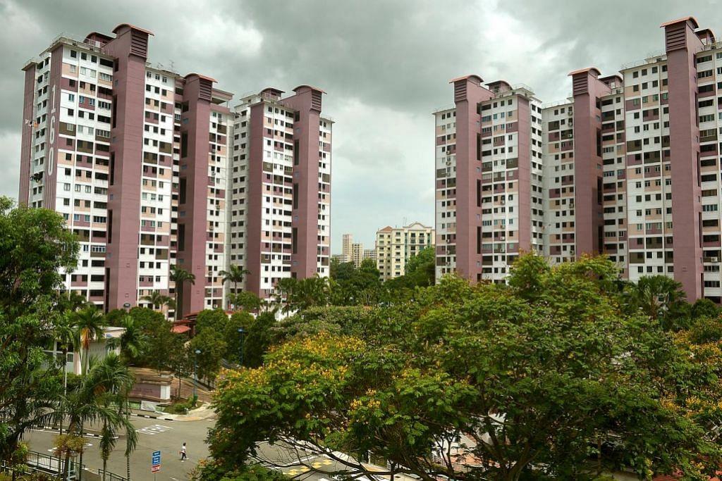 Blok 160 & 161 di Mei Ling Street ini adalah flat jenis 'point block' pertama yang dibina HDB pada 1970-an.