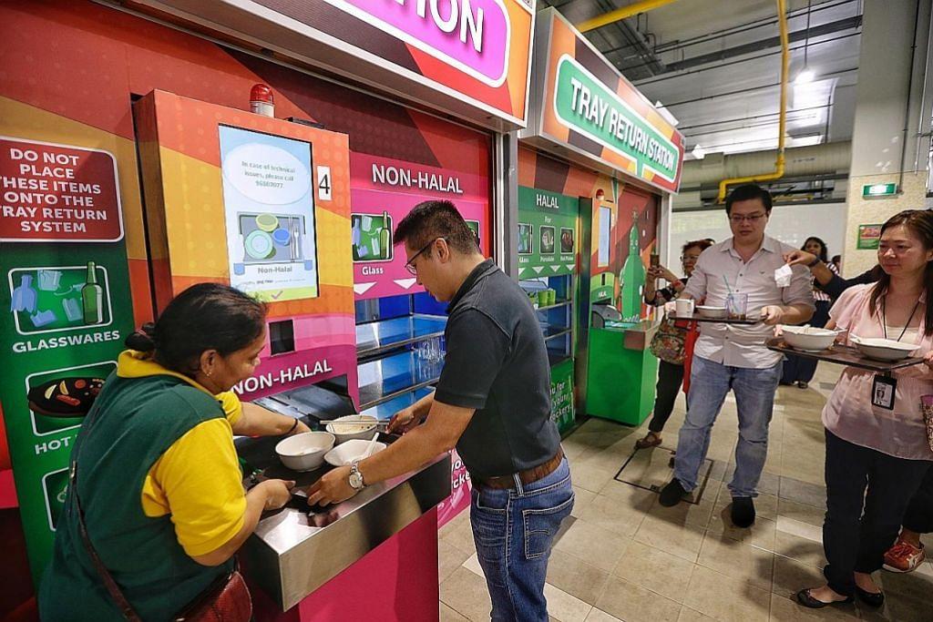 BERI MANFAAT KEPADA SEMUA: Konsep Pusat Penjaja Perusahaan Sosial (SEHC) telah memberi manfaat kepada warga Singapura walaupun baru diperkenalkan sekitar tiga tahun. – Foto BH oleh Kevin Lim