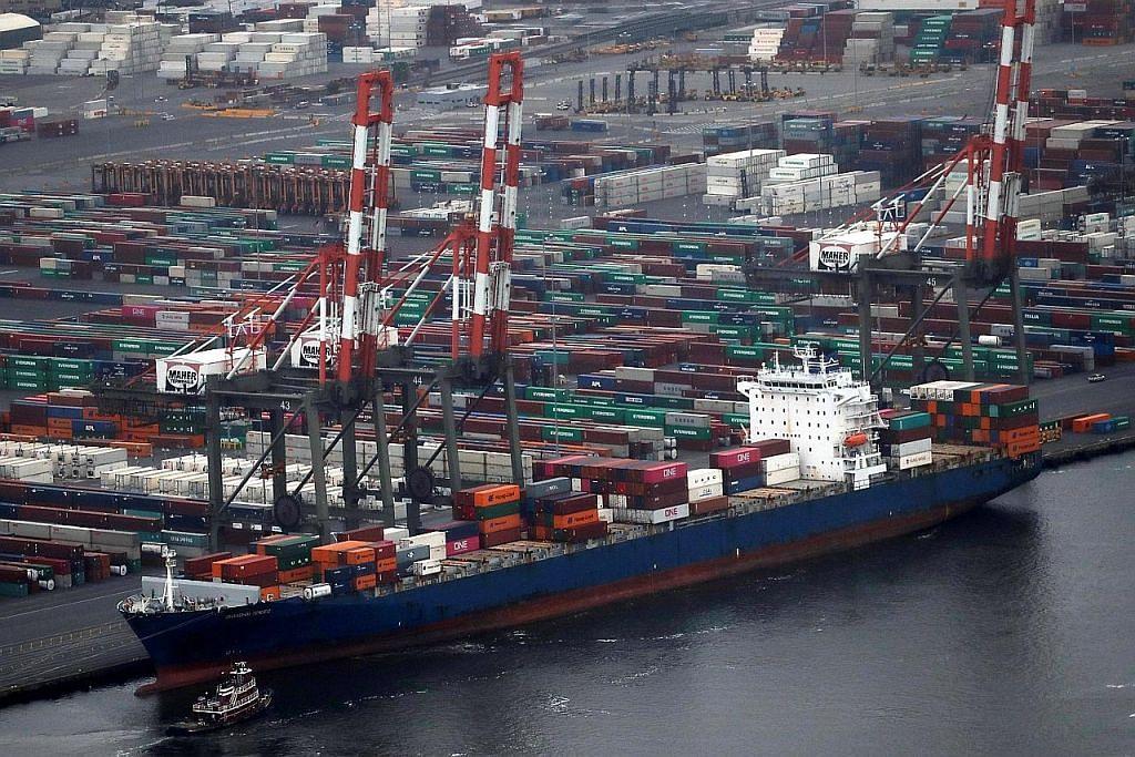 Ekonomi dunia diramal 'suram' dek kesan perang dagangan
