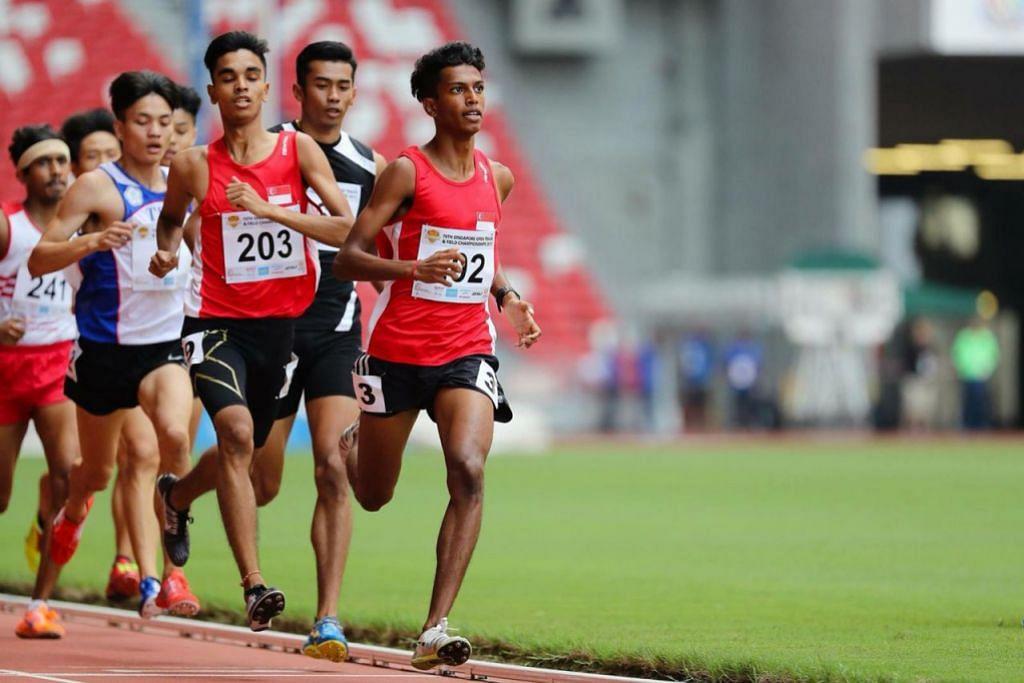 SOKONGAN TAMBAHAN: Thiruben Thana Rajan (kanan), pemegang redko acara 400 meter lelaki bawah 18 tahun ialah antara penerima biasiswa SOF_Peter Lim pada 2018.