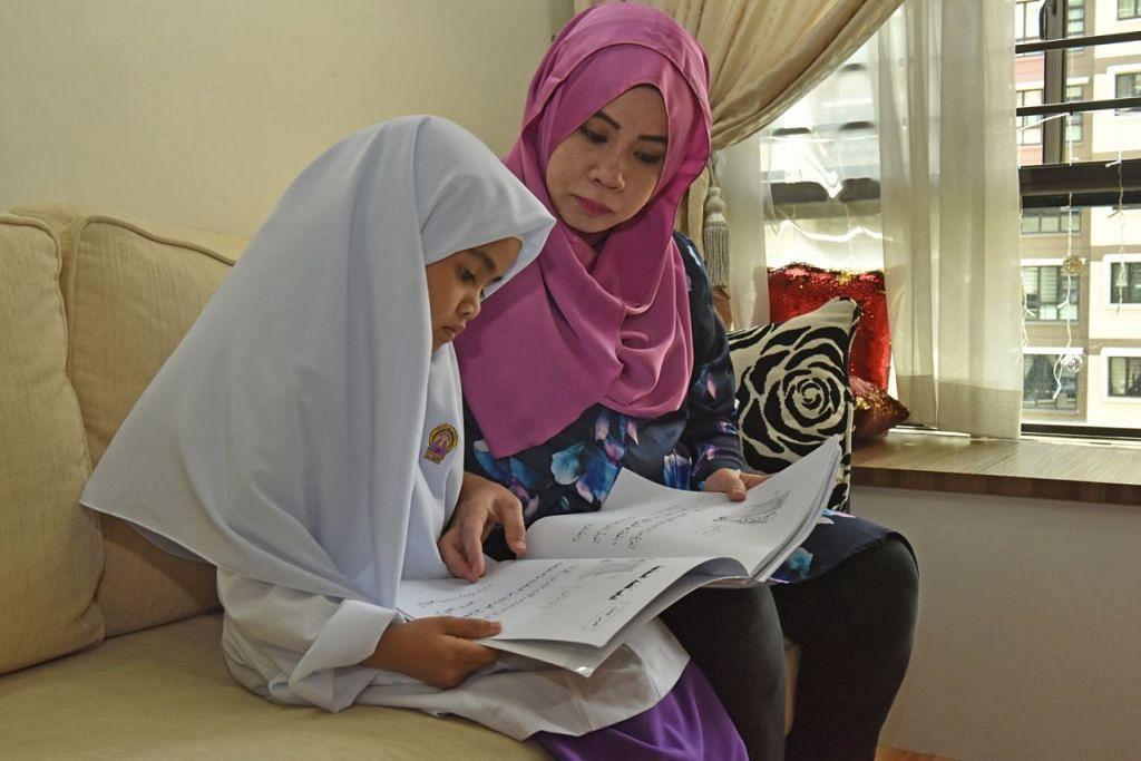 YAKIN KEMAMPUAN ANAKNYA: Cik Norashidah Rosdi yakin anaknya Kamylia Naurah Khairul Hazwan, mampu menyesuaikan diri dengan suasana persekitaran dan pembelajaran di madrasah. - Foto BH oleh JOSEPH CHUA