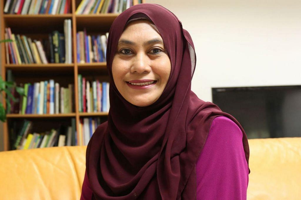 Ketua juri yang merupakan Penolong kepada Editor BH, Cik Hanim Mohd Salleh (gambar atas)
