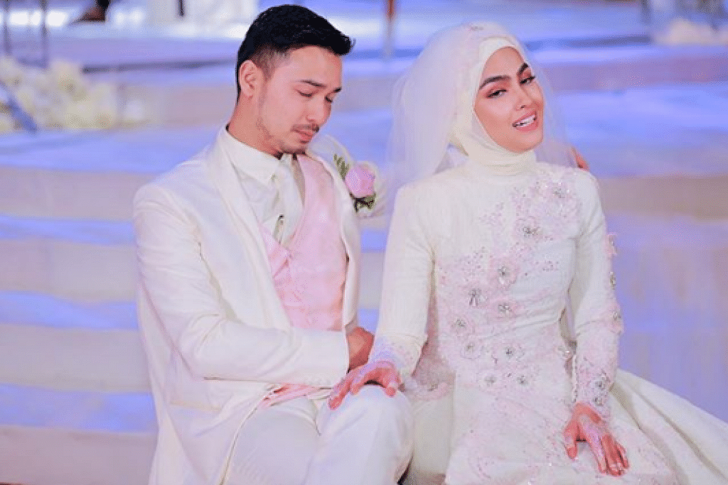 Elfira Loys' wedding reception