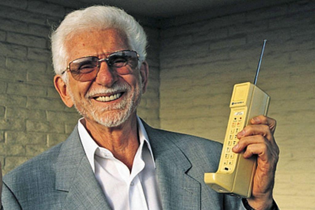 Telefon bimbit pertama dunia