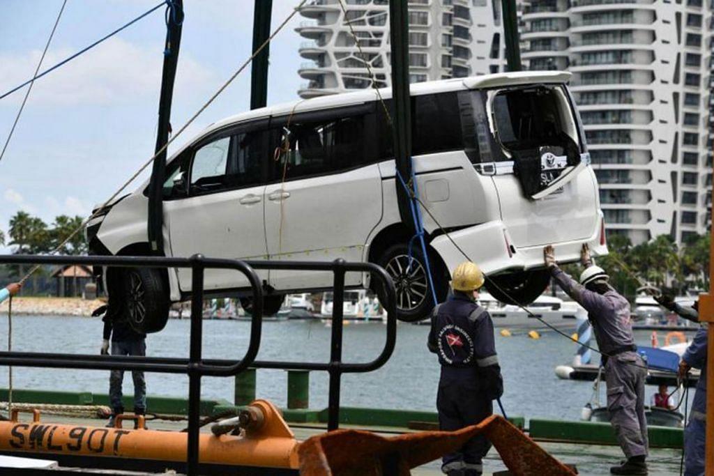 PANDU SETELAH AMBIL DADAH: Lim Jin Ping memandu masuk kereta jenis MPV ini ke Sentosa Gateway pada 25 Ogos 2017 dan merempuh penghadang kenderaan menyebabkan kerosakan sebanyak $1,605. - Foto SHIN MIN