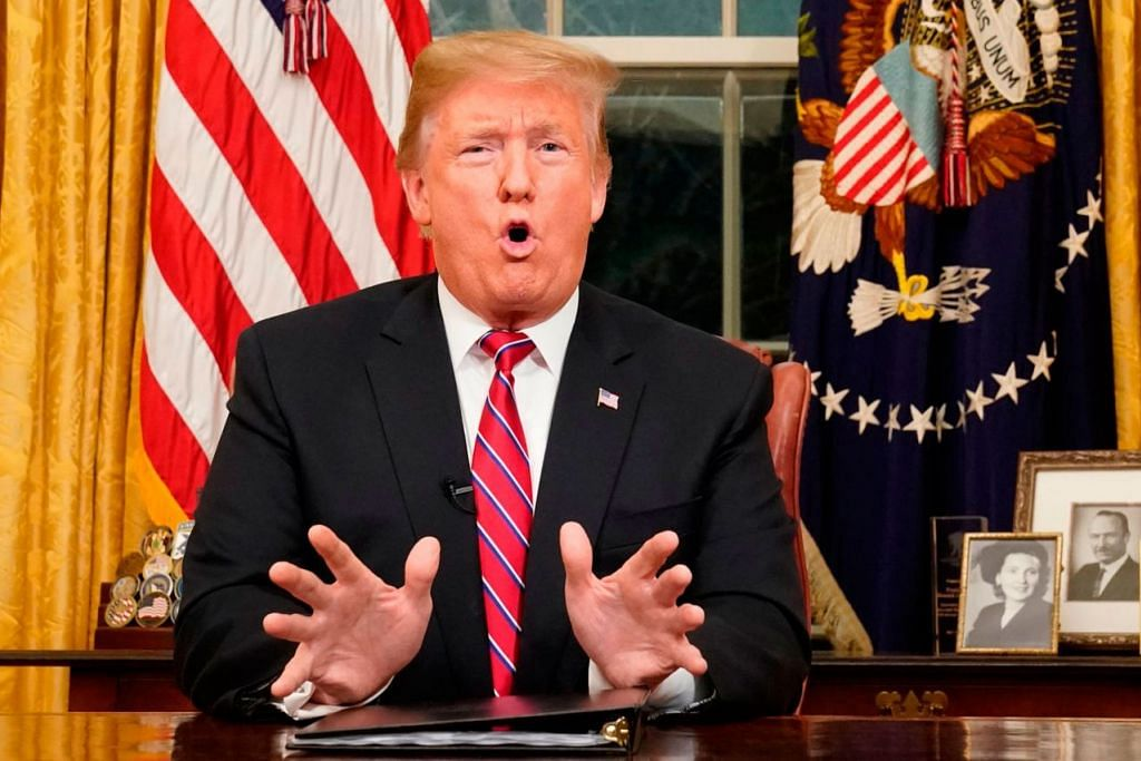 """DEMI JANJI KEMPEN: Presiden Trump sanggup """"pemerintah ditutup untuk tempoh berbulan atau bahkan bertahun"""", selagi beliau tidak mendapat dana bagi membina temboknya. - Foto AFP"""