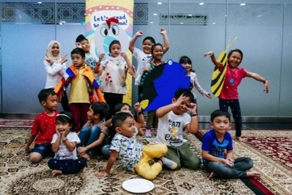 PEMBELAJARAN LEBIH MENARIK: Pusat bahasa Sgulatbuku menekankan pembelajaran bahasa ibunda yang merangkumi pelbagai aspek termasuk nilai, seni, budaya dan warisan Melayu yang diterapkan dengan cara lebih terbuka dan menarik bagi kanak-kanak. - Foto SGULATBUKU
