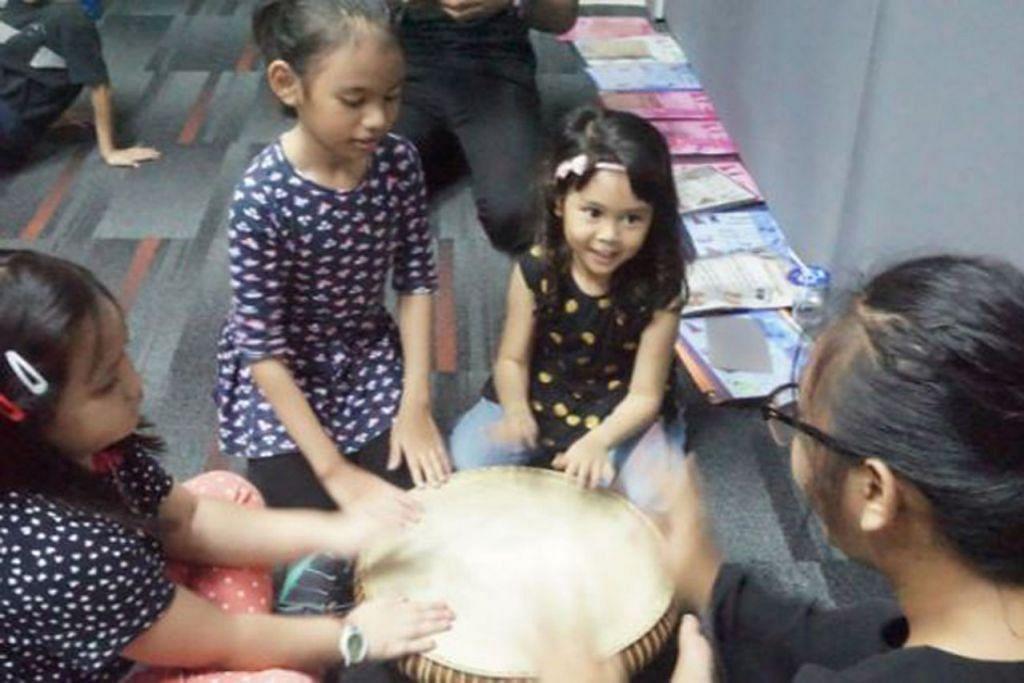 KENALI ALAT MUZIK: Kanak-kanak lebih cenderung kepada aktiviti fizikal yang memerlukan pergerakan psikomotor mereka. - Foto SGULATBUKU