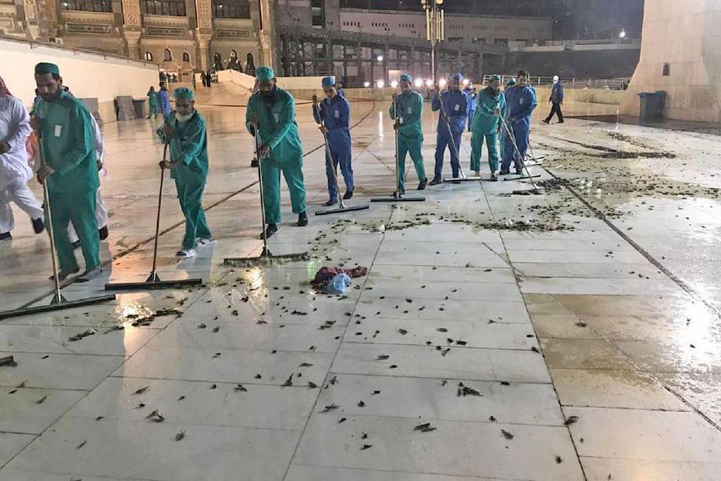 OPERASI PEMBERSIHAN: Pihak berkuasa Makkah telah melancarkan operasi pembersihan untuk membunuh ribuan cengkerik yang 'menyerang' Masjidil Haram hingga mengganggu jemaah yang mengerjakan umrah dan beribadat. - Foto TWITTER