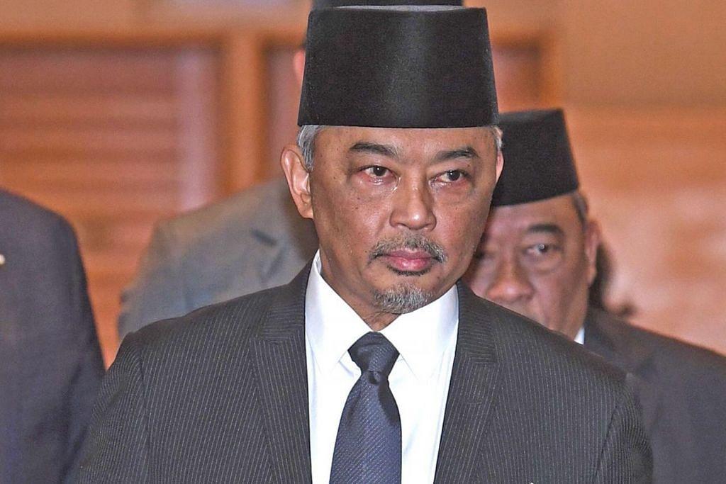 SULTAN ABDULLAH SULTAN AHMAD SHAH: Menyifatkan pelantikannya sebagai Sultan Pahang satu tanggungjawab besar dan mahu memfokuskan tumpuan kepada pemasyhuran beliau terlebih dahulu. - Foto AFP