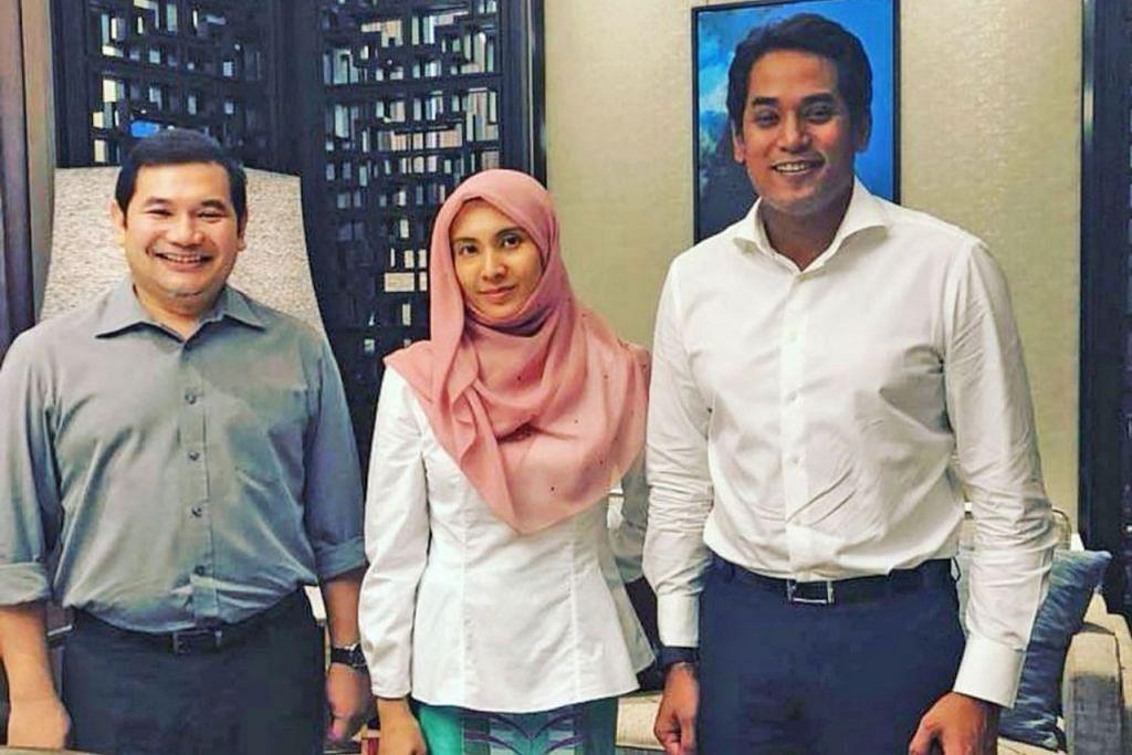 PERTEMUAN RAKAN SEANGKATAN: Pertemuan Encik Khairy Jamaluddin (kanan) dengan anggota Parti Keadilan Rakyat (PKR) - Cik Nurul Izzah Anwar dan Mohd Rafizi Ramli - cetus spekulasi hangat di media sosial. - Foto Instagram Rafizi Ramli