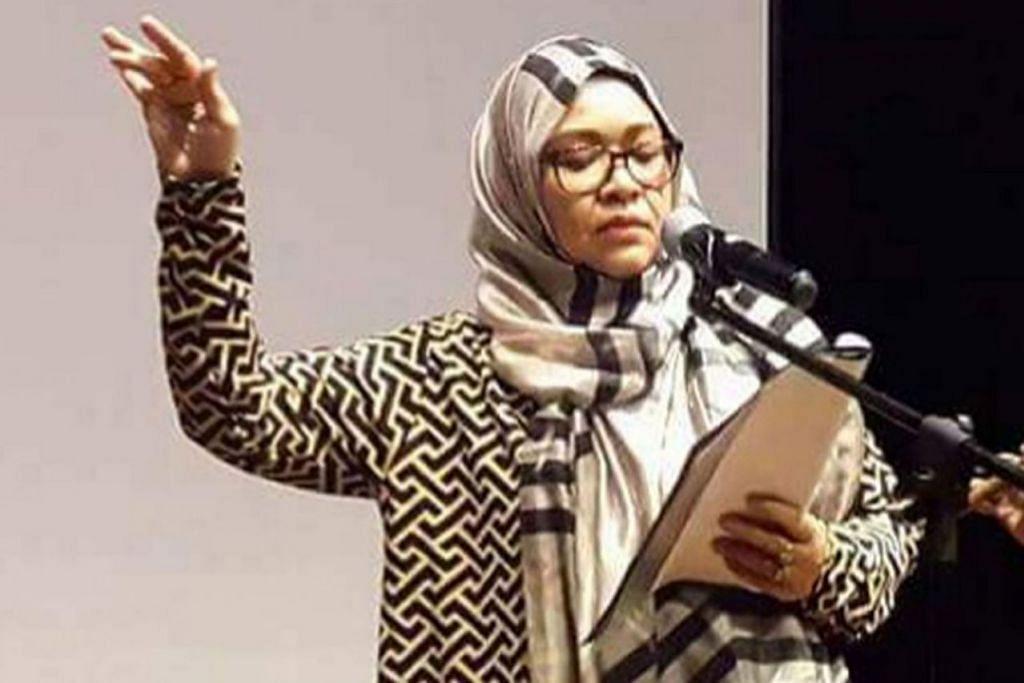 HASRAT MEMBARA: Cik Khaziah Yem ketika membaca puisi di Taman Warisan Melayu. - Foto ihsan KHAZIAH YEM