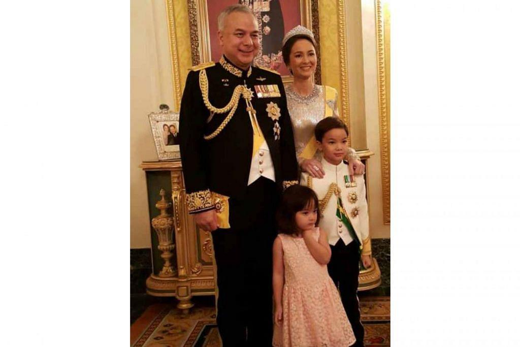 TIMBALAN YANG DI-PERTUAN AGONG: Sultan Nazrin Shah bersama isteri, Tuanku Zara Salim, dan dua anak mereka, Raja Azlan Muzzaffar Shah dan Raja Nazira Safya. - Foto sultannazrinshah.com