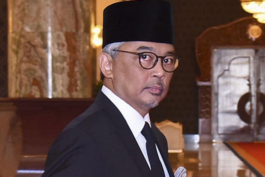 DIPILIH JADI AGONG: Sultan Abdullah dilihat di Istana Negara bersempena mesyuarat khas Majlis Raja-Raja semalam. - Foto EPA-EFE