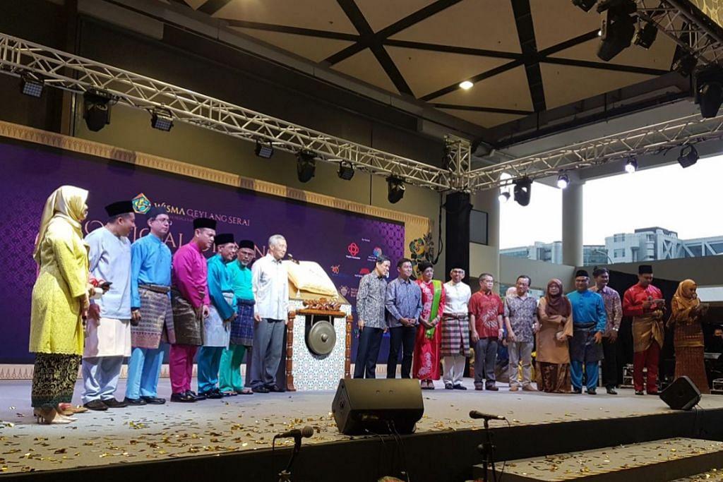 Majlis pembukaan rasmi Wisma Geylang Serai hari ini turut dihadiri tetamu terhormat Perdana Menteri Encik Lee Hsien Loong.
