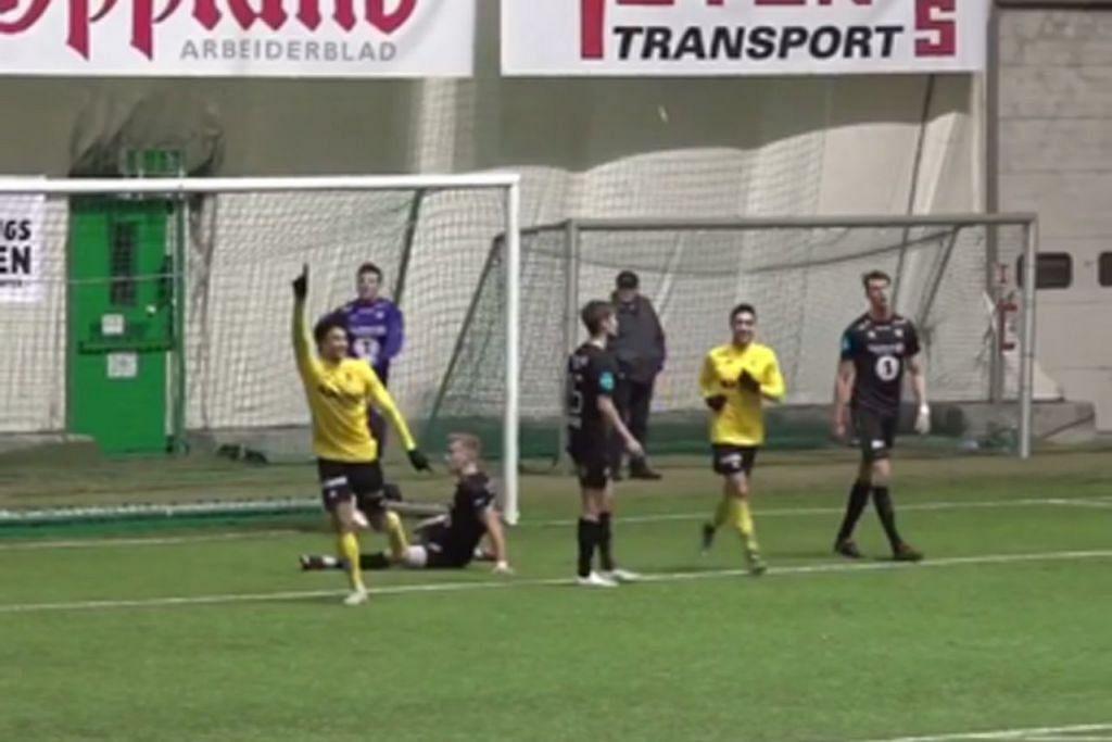 GOL PERTAMA IKHSAN: Ikhsan (kiri) menunjukkan keupayaannya memperdayakan dua pemain pertahanan bagi menyumbatkan bola ke gawang, menjadikan 3-1 untuk Raufoss. - Foto INSTAGRAM RAUFOSS