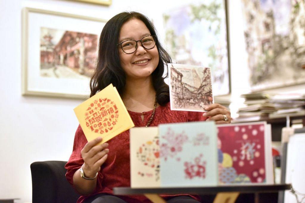 KAD UCAPAN PERAYAAN: Pereka grafik dan pemilik Sejati Cards, Cik Masturah Sha'ari, menawarkan lima kad perayaan dalam koleksi Tahun Baru Cinanya tahun ini. - Foto BM oleh JOSEPH CHUA