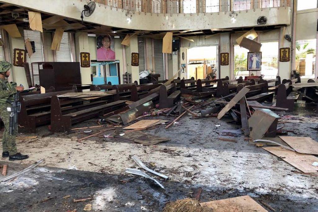 Menurut polis, satu letupan berlaku di dalam gereja, dan satu lagi di pintu masuk.