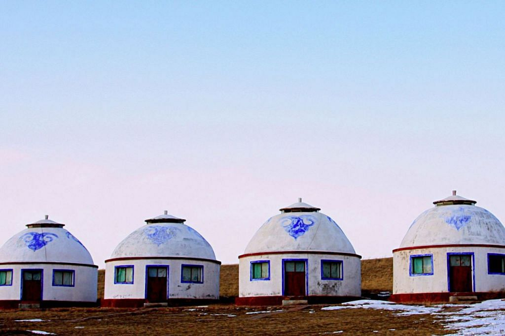 RUMAH TRADISIONAL: Rumah berbentuk bulat dengan bumbung bentuk kubah di Inner Mongolia. - Foto SAHARI SARIMAN