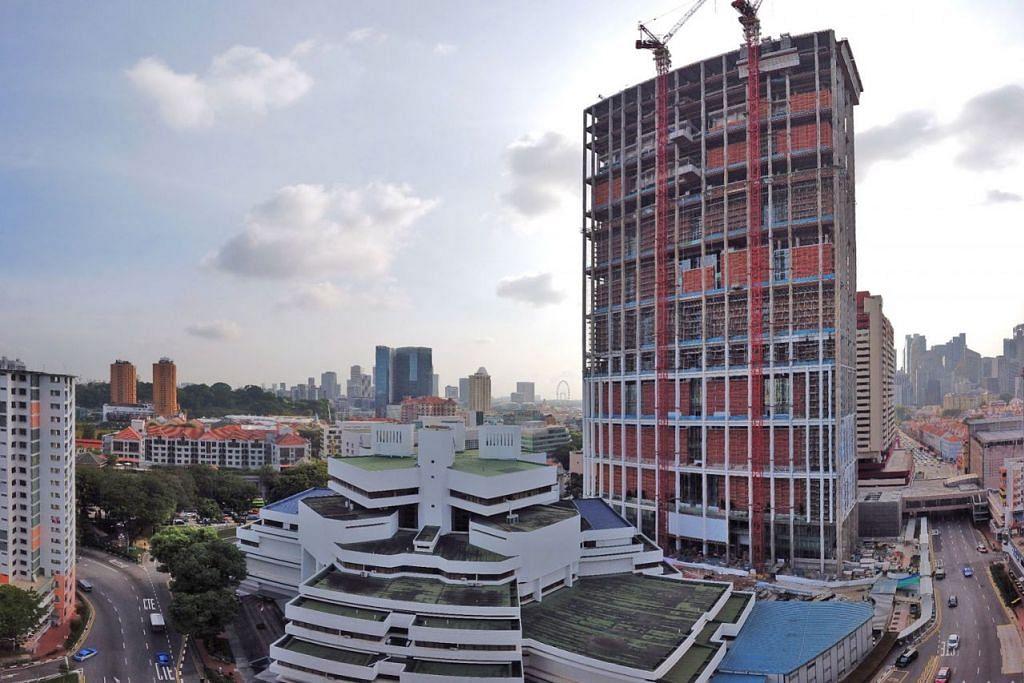 BERDIRI TINGGI DAN MEGAH: Pada ketinggian 178 meter, Menara Mahkamah Negara bakal berdiri megah di tengah-tengah kawasan Chinatown sebagai bangunan pemerintah tertinggi di Singapura. - Foto BH oleh GAVIN FOO