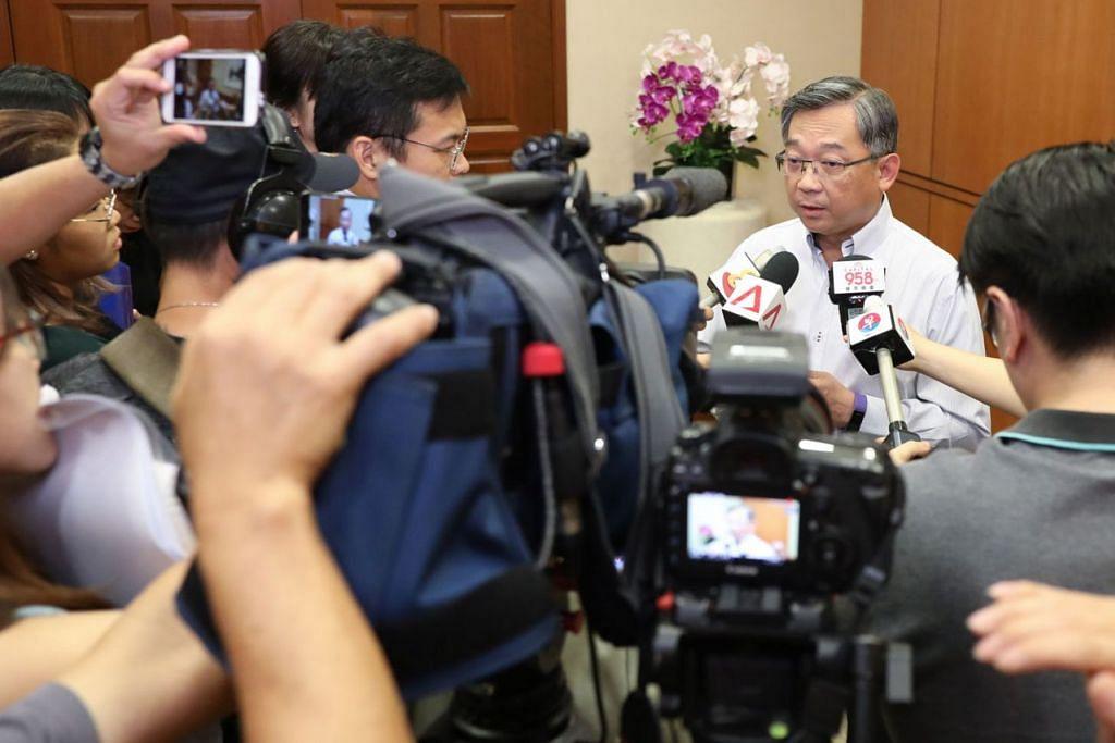 SALAH GUNA AKSES KEPADA MAKLUMAT SULIT: Encik Gan Kim Yong yang ditemui media semalam berkata pihaknya tidak teragak-agak mengambil tindakan ke atas kakitangan yang menyalah guna akses. - Foto BH oleh ONG WEE JIN