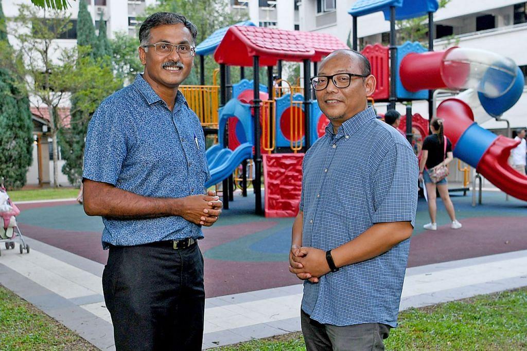 SUDAH KENAL LAMA: Anggota Parlimen SMC Bukit Batok Encik Murali (kiri) mengenali pengerusi MAEC Bukit Batok Encik Hariff Hambali (kanan) sejak 13 tahun lalu apabila mereka sama-sama berkhidmat sebagai sukarelawan akar umbi di kawasan itu. - Foto BH oleh KHALID BABA