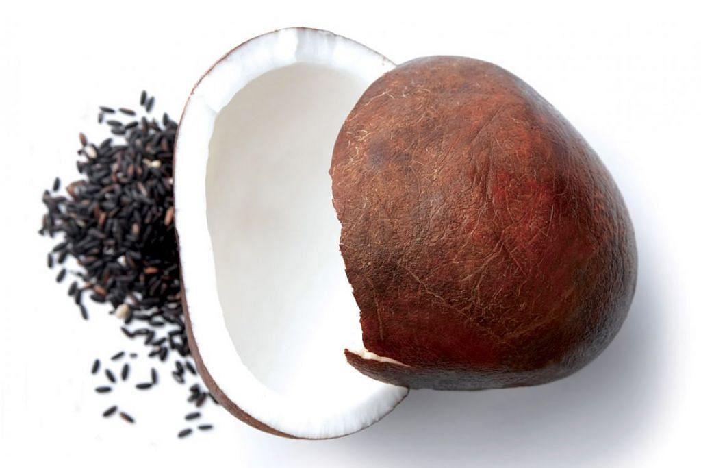 SANTAN DAN PRODUK KELAPA: Terdapat kajian yang mengatakan produk kelapa sebenarnya mengandungi dan meningkatkan tahap kolesterol tidak baik (LDL) dan lemak (triglyceride). - Foto fail
