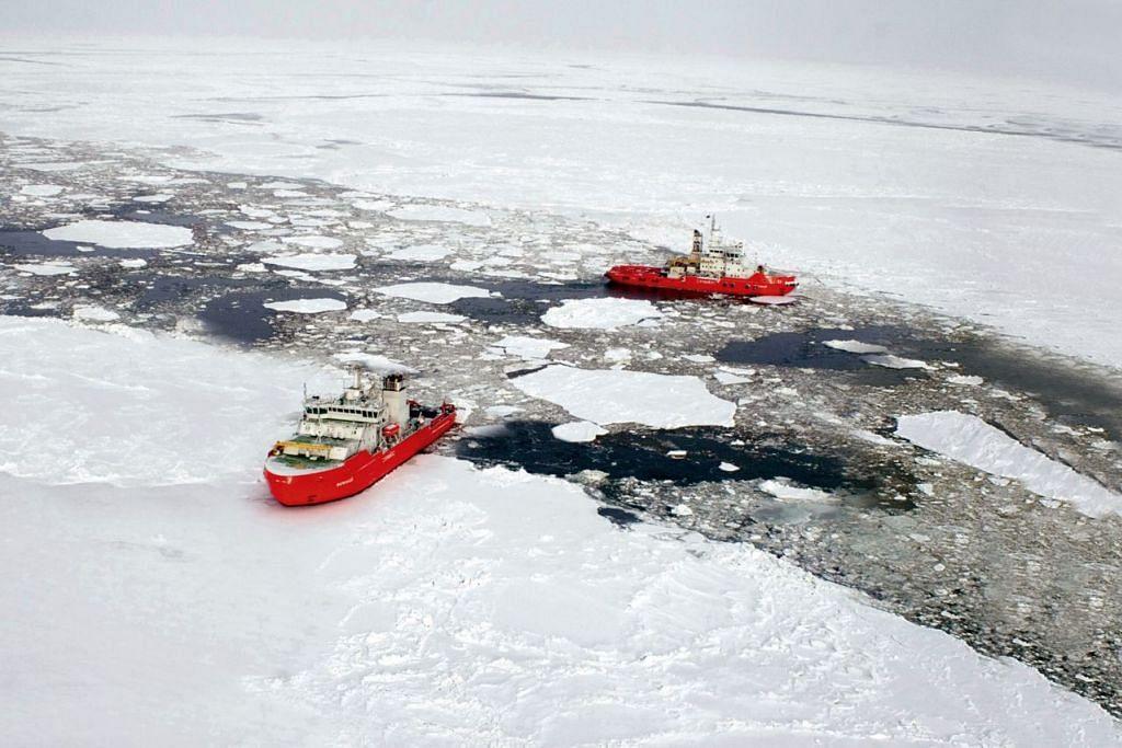 PIHAK BERKEPENTINGAN: Dua kapal pemecah ais pertama Asia beroperasi di Laut Barents. Ia dibina oleh Keppel Singmarine bagi sebuah anak syarikat Russia Lukoil pada 2008. Singapura ahli Majlis Artik, dengan Encik Sam Tan sebagai wakilnya. - Foto fail KEPPEL OFFSHORE & MARINE