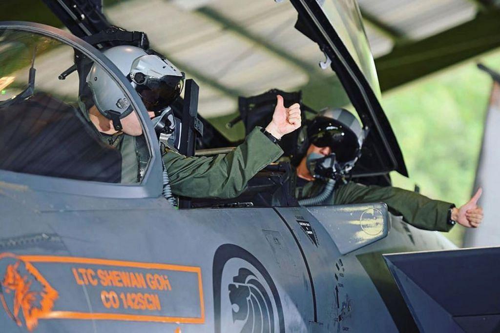 SENTUHAN LUCU: Interaksi antara pemandu Gojek dengan penumpangnya mencetuskan ilham bagi beberapa pihak untuk menyampaikan mesej mereka seperti Pasukan Pertahanan Awam Singapura (SCDF) dan Angkatan Tentera Udara Republik Singapura (RSAF). - Foto FACEBOOK RSAF